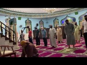 Segunda parte da oração noturna - Taraweeh - e a oração do Witr na mesquita de Cuiabá