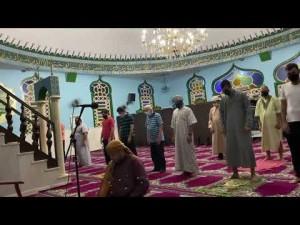 Uma parte da oração noturna - Taraweeh - na mesquita de Cuiabá